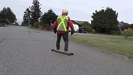 89 and still ROLLING! Octogenarian longboarder skates his way around near Vancouver