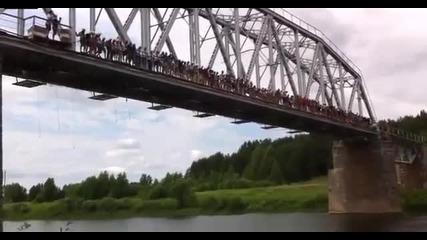 Бънджи скок със 135 човека