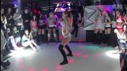 Мацка разцепва цялата дискотека с танца си!