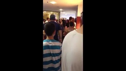 Сигнал на зрители: Бой в хотел заради липса на храна