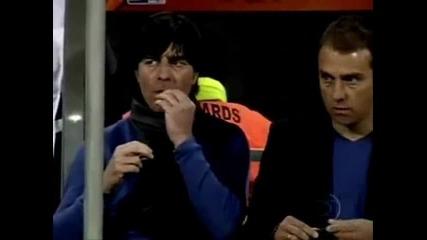Вижте какво прави треньора на Германия (голям смях)