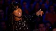 Три момичета се излагат на сцената на The X Factor 2011