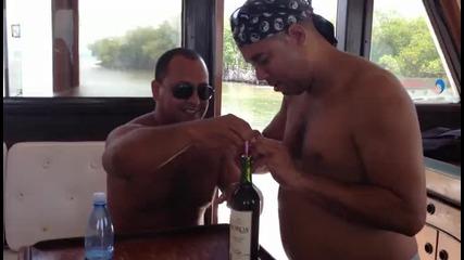 Толкова бързо изпиване на бутилка вино не сте виждали!