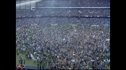 Феновете на Ман Сити нахлуха на терена и обсадиха играчите