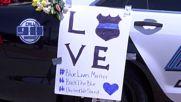 Отдават почит на загиналите в Далас