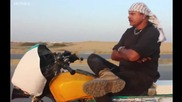 Луд пакистанец прави каскади със своя още по луд мотор