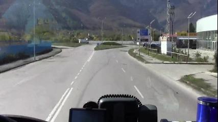 Кърпят пътя в Враца