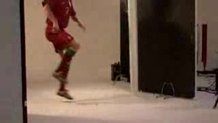 Cristiano Ronaldo - Най - Новите Му Трикове