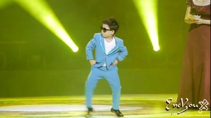 Малкият кореец от Gangnam Style се разцепва на песента
