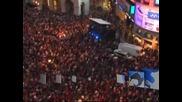 """Лондонският площад """"Пикадили съркъс"""" се превърна в огромна сцена за циркови изпълнители"""