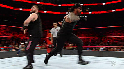 Roman Reigns vs. Kevin Owens: Raw, Nov. 28, 2016 (Full Match)