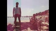 Ненормален Пее На Плажа !!!