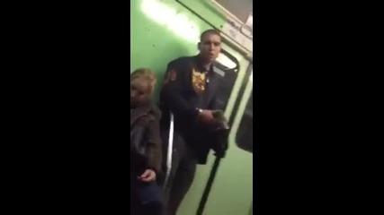 Пазете си телефона в метрото - Кражба на i Phone