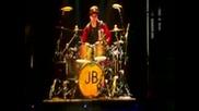 Justin Bieber sviri na barabani v Cyurih- Shveicariia
