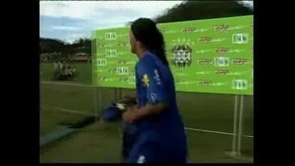 Роналдиньо официално е футболист на