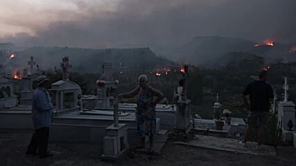 Greece: Wildfires close in on ancient Olympia and surrounding villages