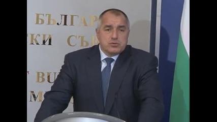 """Премиерът призова службите бързо да задържат отговорните за взрива в """"Галерия"""""""