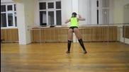 Тази мацка ще ви покаже как се друса ( клати ) ! Ето това е Twerking танц