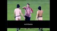 Облечен тип нахлува на терена на финала на купата за нудисти