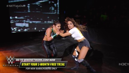 Tegan Nox and Dakota Kai come out swinging to open Street Fight: NXT TakeOver: Portland (WWE Network Exclusive)