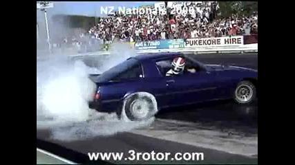 Ненормален бърнаут със Mazda Rx - 7 :]