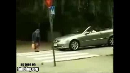 Бабата заспа на пешеходната патека :d