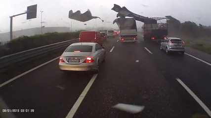 Торнадо във Венеция, Италия- кадри от магистрала близо до града