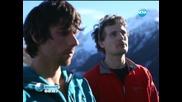 Двама смелчаци минаха по кабела на един от лифтовете във Френските Алпи