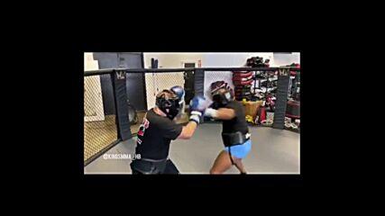 54-годишният Тайсън тренира с 28-годишен боксьор