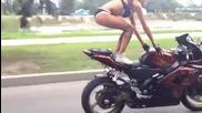 Момиче със страхотни умения върху пистов мотор !
