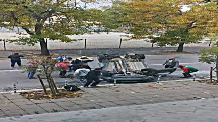 """ОТ """"МОЯТА НОВИНА"""": Автомобил се преобърна по таван в София"""