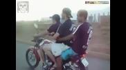 Трима идиоти на мотор!