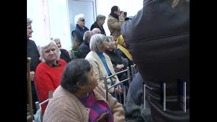 При излишък в бюджета за 2012 г. може да има коледни надбавки за пенсионерите