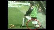 Футболист се напикава много смях