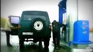 Ето как руснак зарежда колата си когато е къс маркуча !