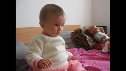 Моето съкровище - племенницата ми Хриси на 8 месеца