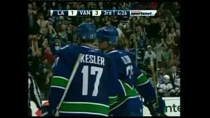"""Хокей: """"Ванкувър"""" спечели президентския трофей за първи път в историята си"""