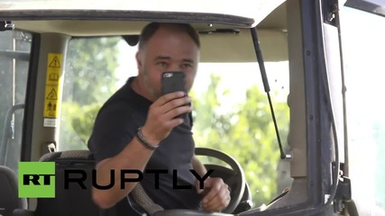 France: Angry farmers drive 1,000 tractors into Paris city centre