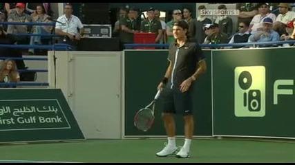(hq) .. Roger Federer si razmqta raketata .. (hq)