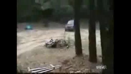 Скок Със Suzuki Vitara В Гората