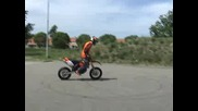 Wheely Boy stunting on his old Ktm 250 Exc 4 s