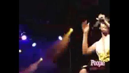 Rihanna - Shut Up And Drive (live)