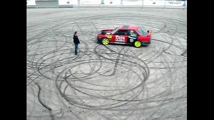Откачалка целува колата на Alexma3x