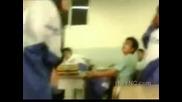 азиатска учителка шамаросва и унижава лоша ученичка