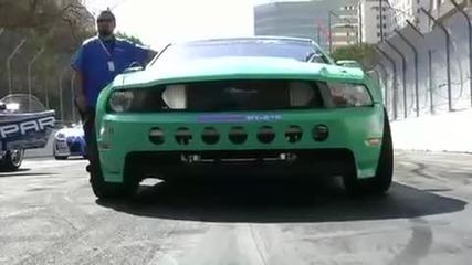 Vaughn Gittin с неговия Mustang 2010 за дрифт