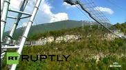 Русия: Мъж в инвалидна количка скочи с бънджи