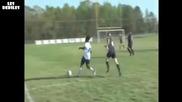 Едната Футболистка Спъва Другата И Почват Да Се Бият