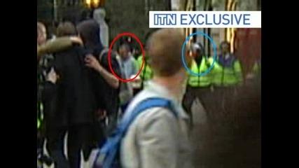* Ужасно * Полицай пребива миновач по улиците на Лондон