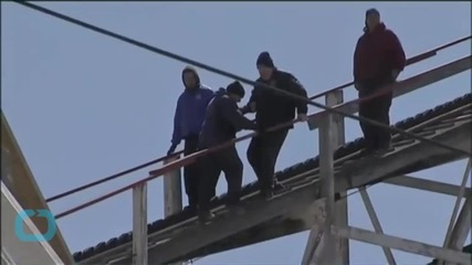 Roller Coaster Stalls, Forcing Riders to Climb Down