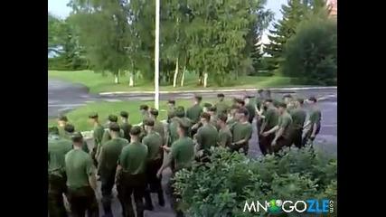 Естонската армия танцува на Хардстеп [смях]